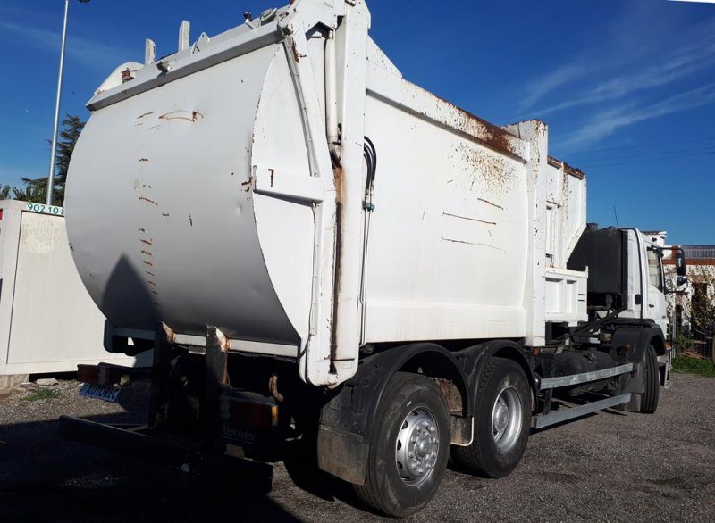 Camion d'ordures Mercedes Axor 2528 - 2