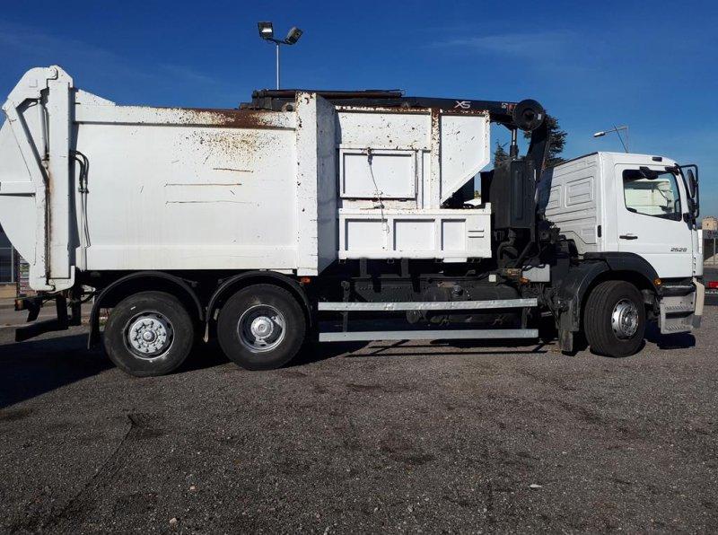 Camion d'ordures Mercedes Axor 2528 - 3