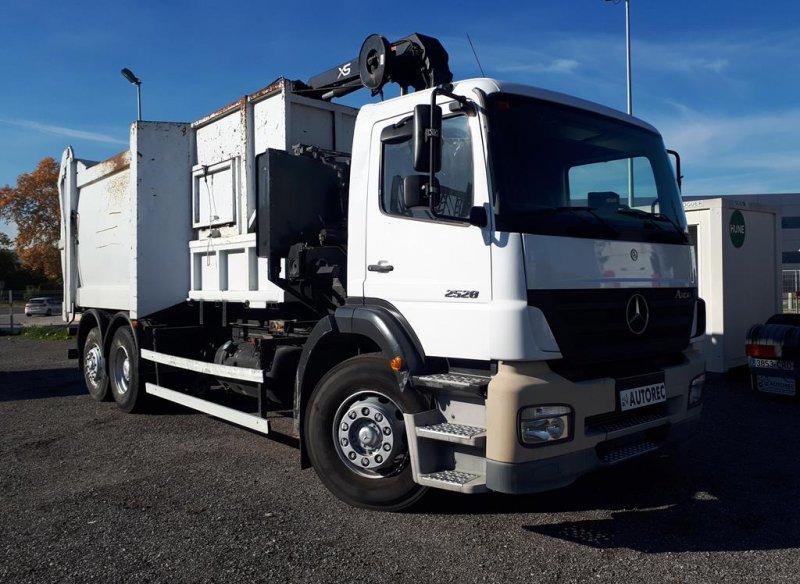 Camion d'ordures Mercedes Axor 2528 - 4